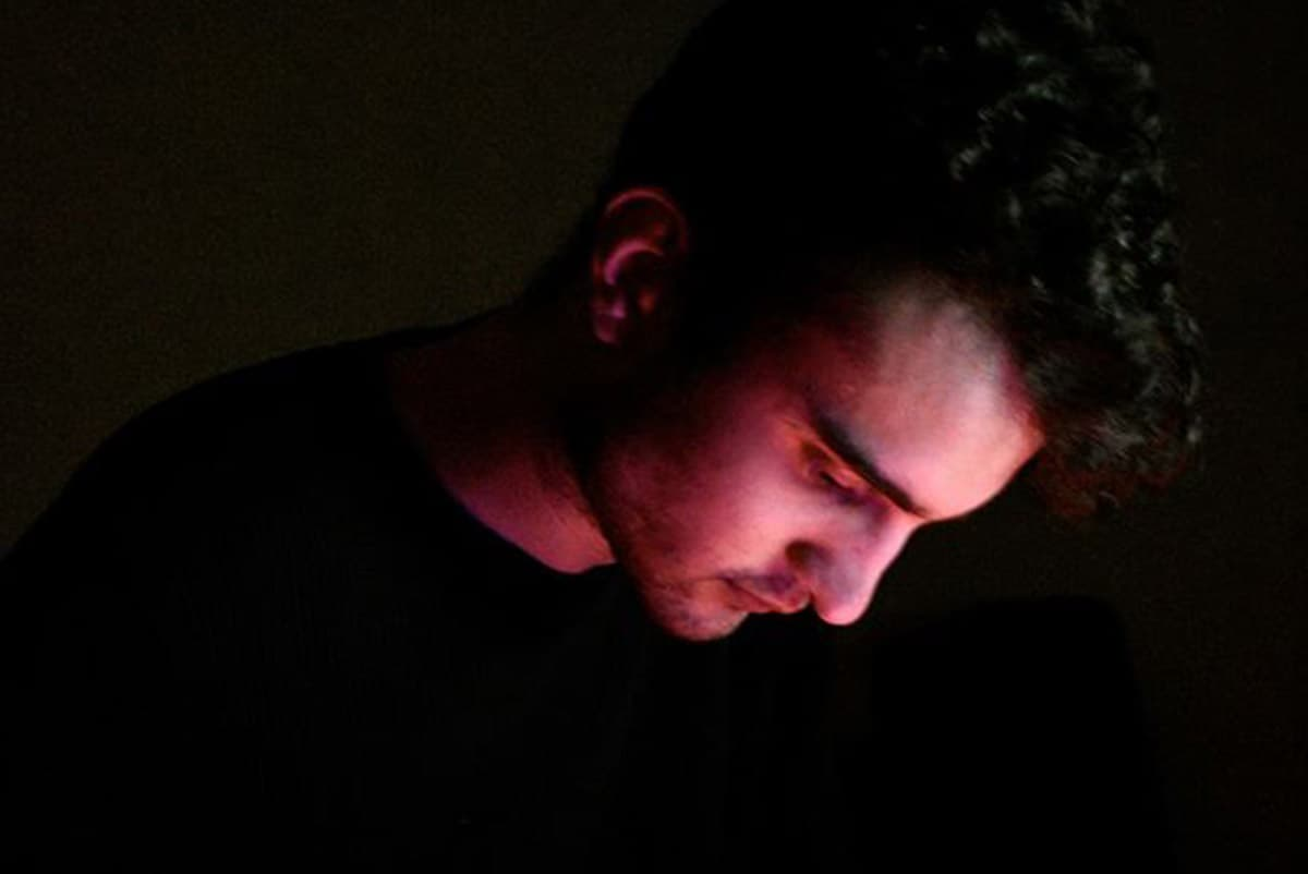 """Premiere: Get Lost In The Visuals For Bayes' Transcendental """"Too Late"""""""