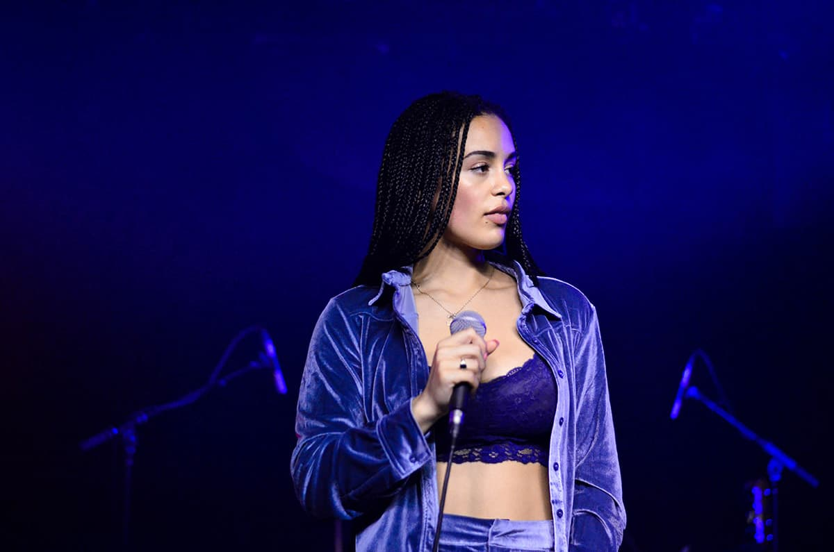 Jorja Smith w/ Alcordo & Drake - 08/24/17